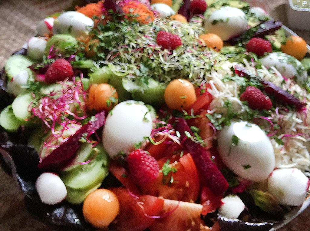 Salade composée et ses grillades